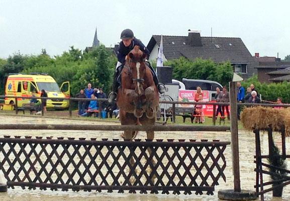 Dani Hocke mit Anna Carina im Korbacher Derby