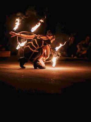 Wunderschöne Show zu buchen, Feuer Hula Hoop | Foto: Robin Schmiedebach beim M'era Luna Festival
