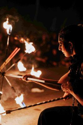 Glückwünsche zur Hochzeit mit einer Feuershow | Foto: Robin Schmiedebach beim M'era Luna Festival