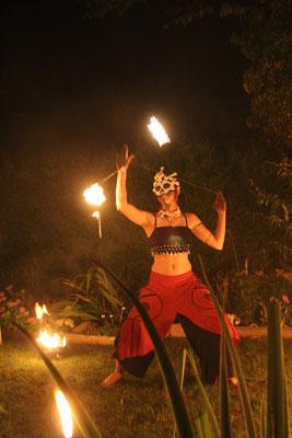 Halloween Feuershows mit Harlekin on Fire