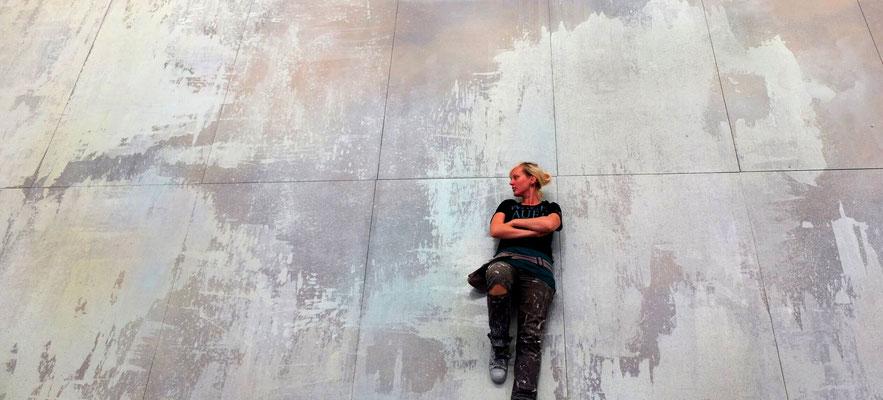 Fußbodengestaltung mit Line und Rica für La Traviata (Komische Oper Berlin), Bühne: Madeleine Boyd | Regie: Nicola Raab