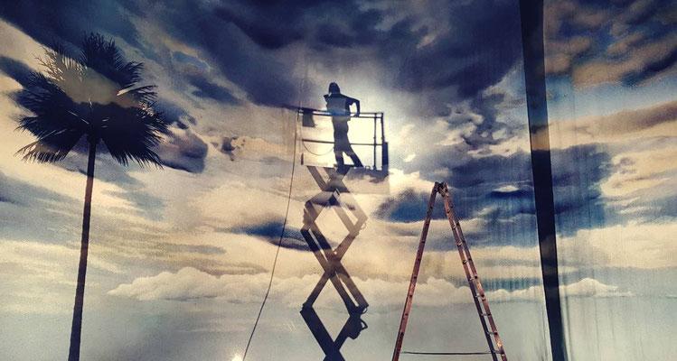 Einrichten des Himmels auf der Bühne | on stage