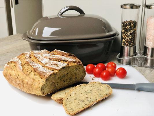 Mit dem genialen Brotmesser in grau von Pampered Chef® schneidest du easy leicht feine Scheiben - Scheiben wie mit einer Brotschneidemaschine geschnitten...