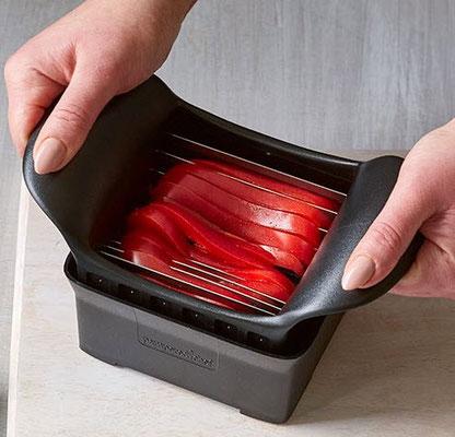 Paprika in feine Stifte schneiden - perfekt geschnitten...