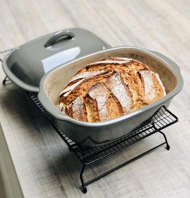 Nach dem Backen hast du ein knuspriges Steinbackofenbrot aus dem Ofenmeister.....