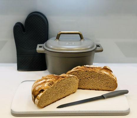 Nach dem backen, das Brot sofort aus dem Topf holen und auf dem Pampered Chef Kuchengitter auskühlen lassen. ♥