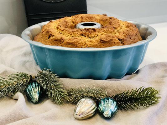 Der Kuchen ist goldgelb gebacken und schmeckt einfach himmlisch ♥