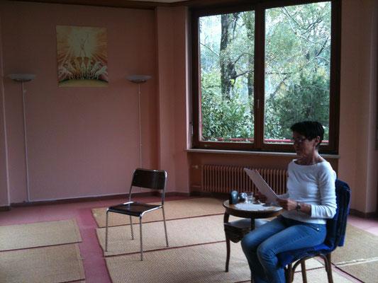 Fragestunde mit Susy Heim in der Yoga-Sommerschule Ponte Tresa