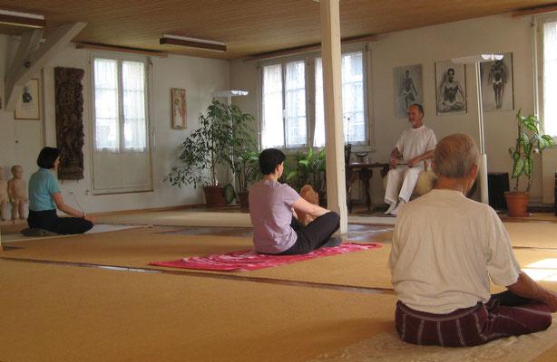 Yogastunde mit Rolf Heim