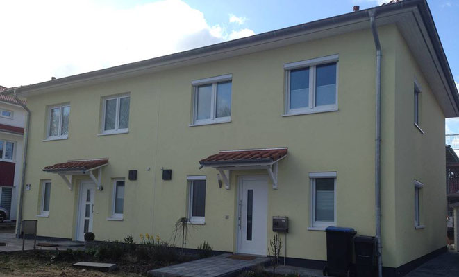 Mediteranes Doppelhaus Öjendorf als KFW 55 Haus mit Fernwärme auf je 120m²