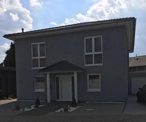 Modernes Stadthaus in Fischbek auf 200m² mit überdachtem Eingang und integriertem Kaminofenschornstein