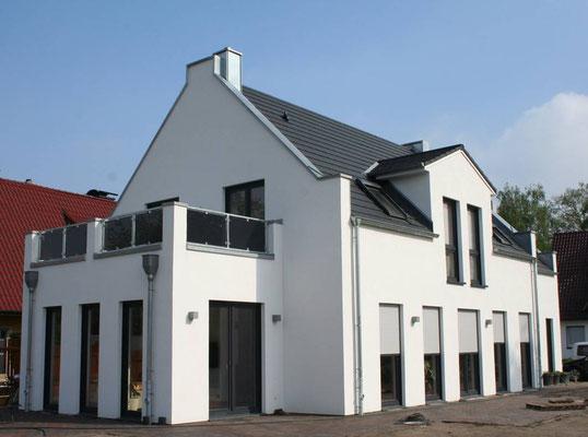 Englisches Landhaus in Bremen mit überbauten Giebeln, Dachterrasse, auf 180m²