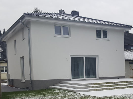 2-geschossiges Stadthaus in Hamburg-Harburg mit bodentiefen Fenstern in EG auf 160 m²