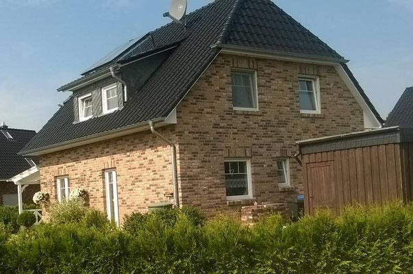 Landhaus in Segeberg mit Krüppelwalmdach auf 130m², Sprossenfenster und Moorbrandklinker