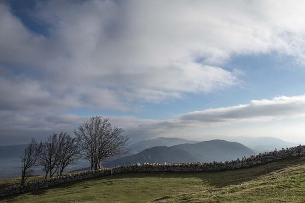 Sicht vom Creux du Van in Richtung Berner Jura