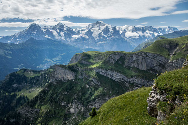 Auch vom Bällehöchst hat man eine spektakuläre Sicht auf Eiger, Mönch und Jungfrau.