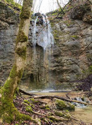 Unbekannter und namenloser Wasserfall im Vallée d' Engenes bei Ferreyres