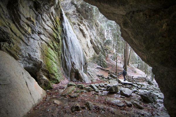 Die Grotte von Môtiers