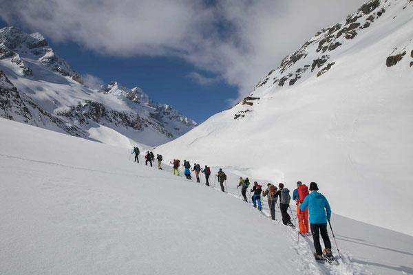 mit so einem schönen Blick auf das Sustenhorn macht das Schneeschuhlaufen Spass