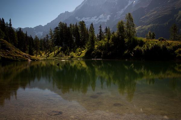 Auch im Lötschental gibt es einen Schwarzsee. Er liegt am wunderschönen vielbegangenen Lötschentaler Höhenweg