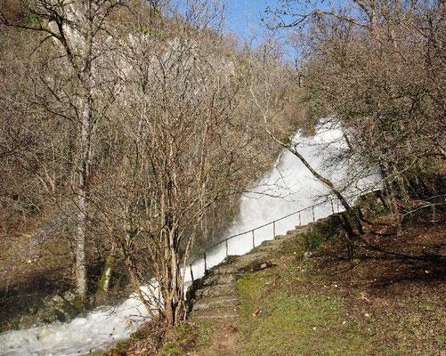 Der unterste Wasserfall beim Ausgang des Combe du Pilouvi in La Neuveville