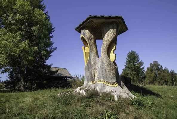 Kunstwerk  am Wegrand bei Les Cottards