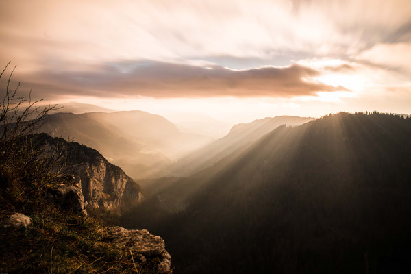Kurz nach Sonnenaufgang auf dem Creux du Van im Neuenburger Jura