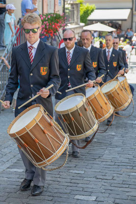 Die Tambouren des Tambourenvereins Bern in voller Konzentration