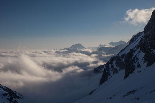 Morgenstimmung beim Aufstieg zum Wildhorn mit Blick auf die Berner Alpen