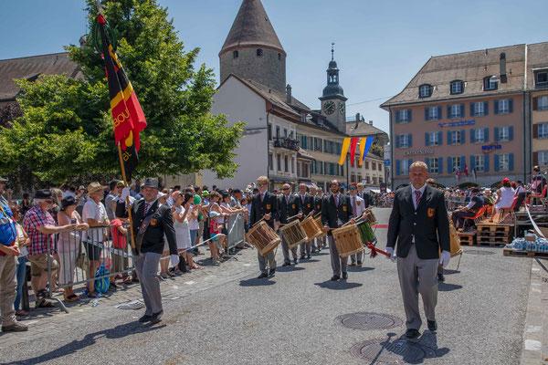 Der Tambourenverein Bern am Festumzug des Tambouren und Pfeiferfest 2018 in Bulle