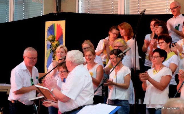 Andrea Scheiterbauer wurde zur Ehrenchorleiterin und Ing. Josef Dopler zum Ehrenobmann ernannt