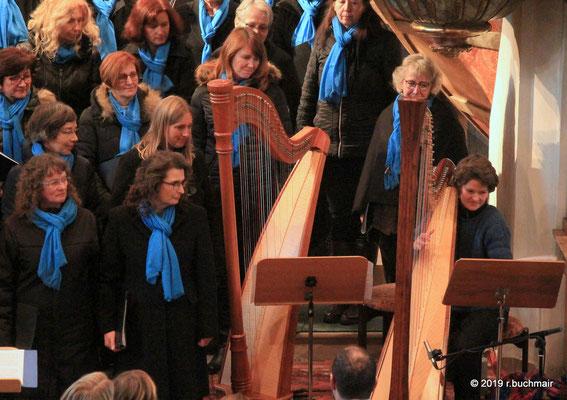 Lisa Wolf an der Harfe