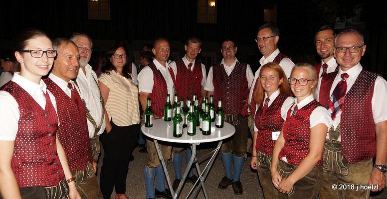 MusikerkollegInnen genießen das Ambiente - und das Bier!