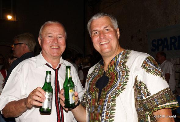 Obmann Hans Zimmerer und Chorleiter Richter Grimbeek freuen sich über den gelungenen Konzertabend