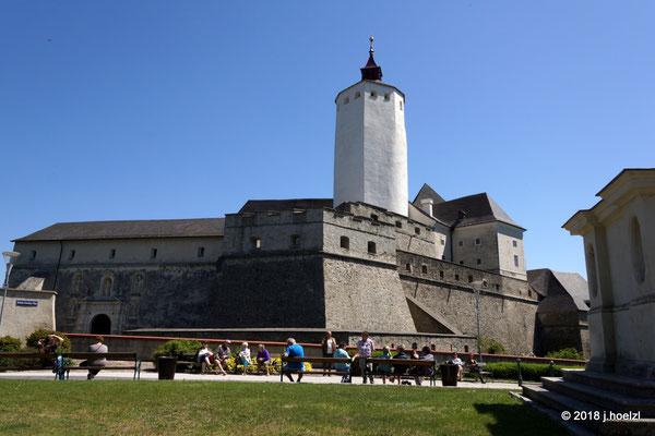 Die riesige Burganlage