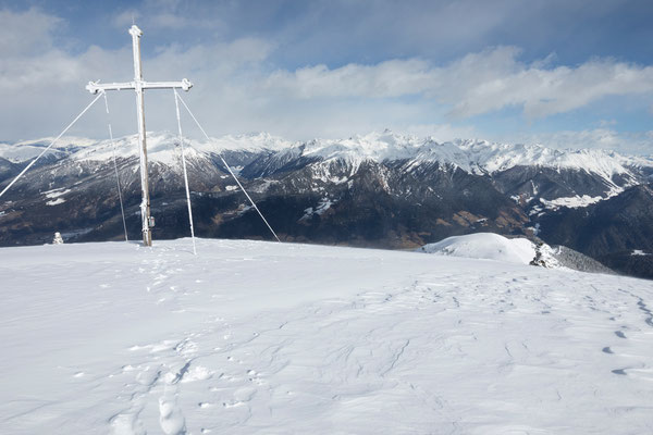 Zinseler oberhalb Sterzing mit Zillertaler Alpen
