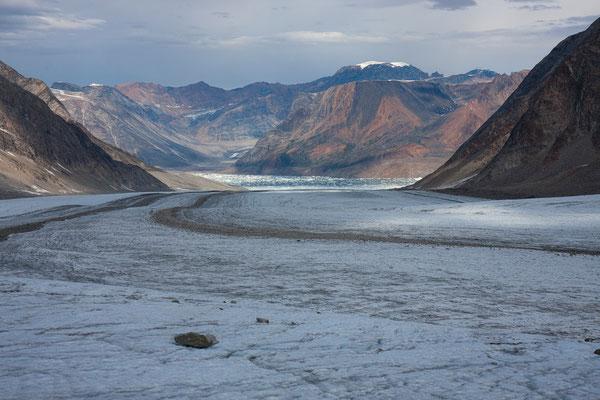 Kaarali-Gletscher, Ningerti und Churcot Fjelde