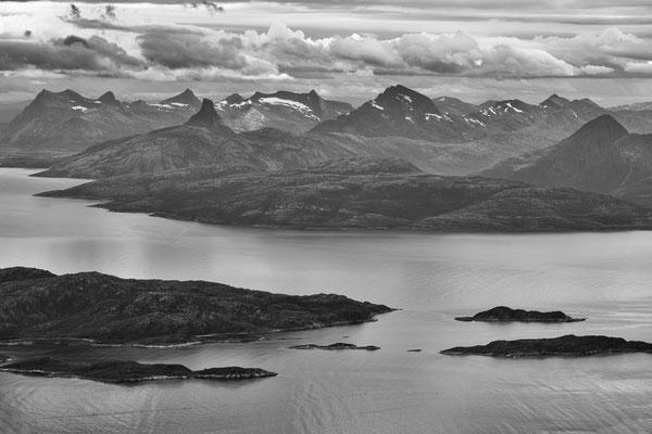 Blick vom Kråktindan auf Sjunkhatten NP mit Skeistinden