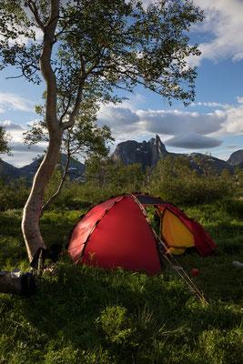 Camp ober Sørbukta mit  Keipen (Sjunkhatten NP)