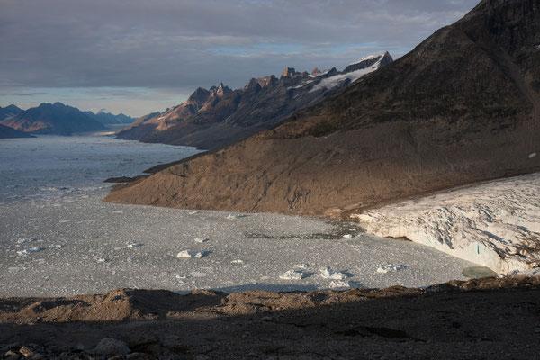 Ningerti, Kaarali-Gletscher