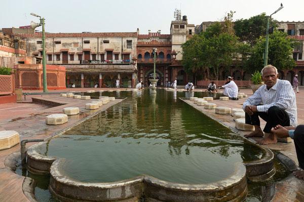 Masjid Fatehpuri, Old Delhi
