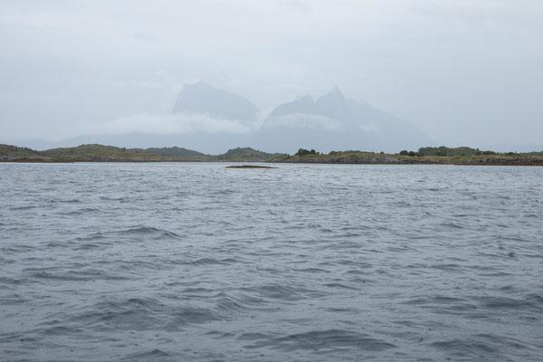 Karlsøya im Karlsøyfjorden bei Kjerringøy