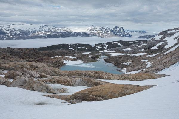 am Steintinden, hinten Høgtuvbreen