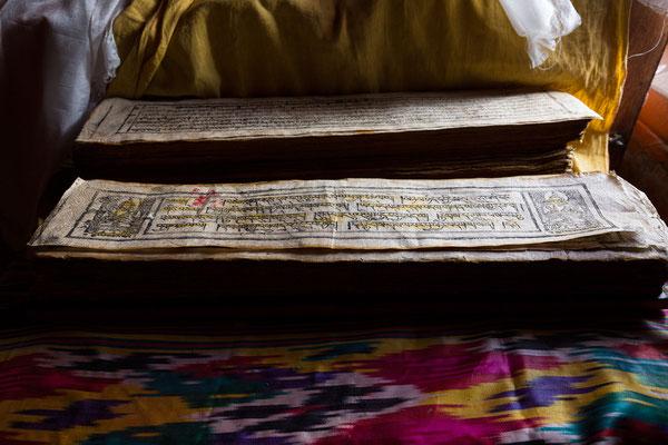 alte Schriften im Kloster Ki