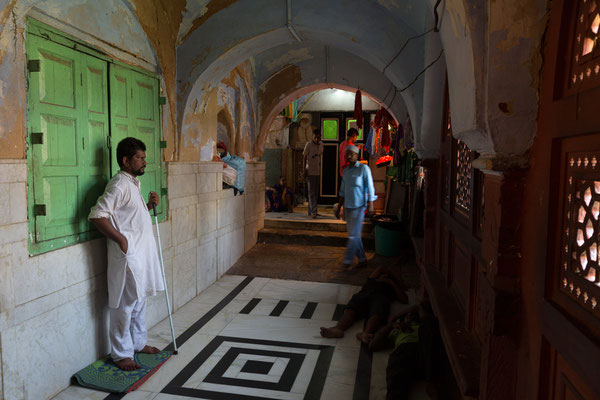 Hazrat Nizam-ud-din Dargah, Delhi