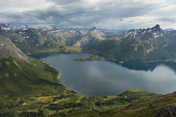 Auf dem Bjørntinden, mit Reppa und Tjongsfjorden