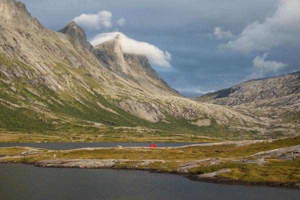 Dalsvatnan mit Spisstind(Falkflågdalen)