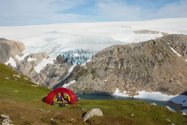 Camp am Bukktinden, mit Fonndalsbreen (Svartisen)