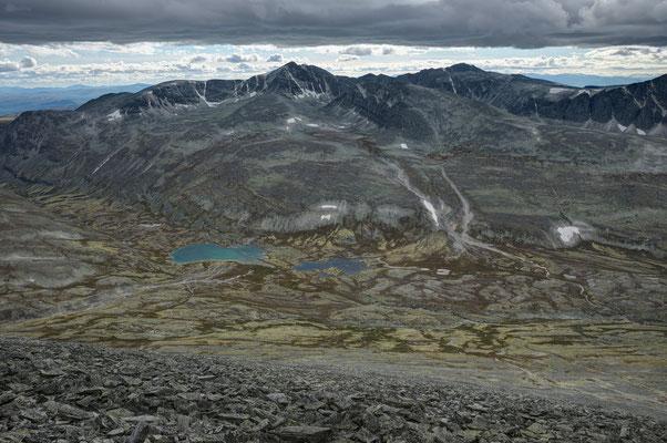 Bergedalen und Bergedalstjønnin mit Veslemeden vom Digerronden