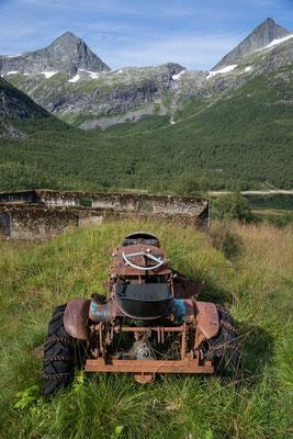 Sjunkfjordalen mit Bogvassinden und Skjerdingstinden